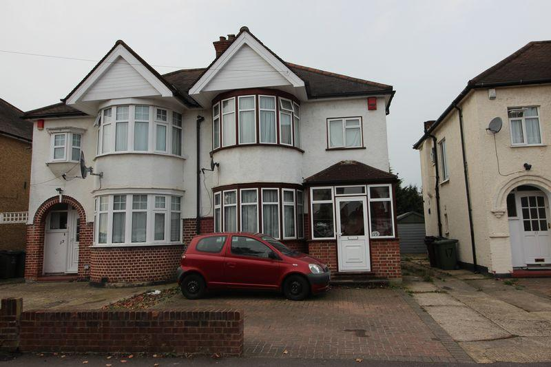 3 Bedrooms Semi Detached House for sale in Alveston Avenue, Harrow