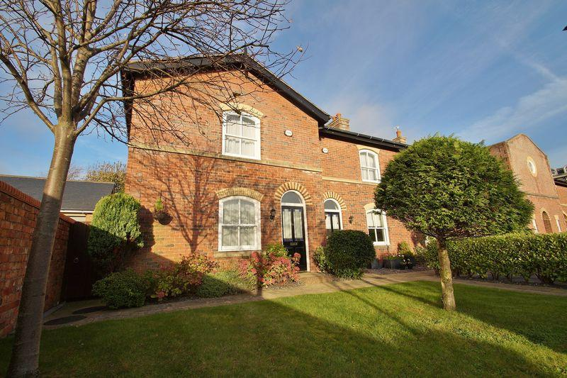 3 Bedrooms Terraced House for sale in Kingswood Park, Birkdale