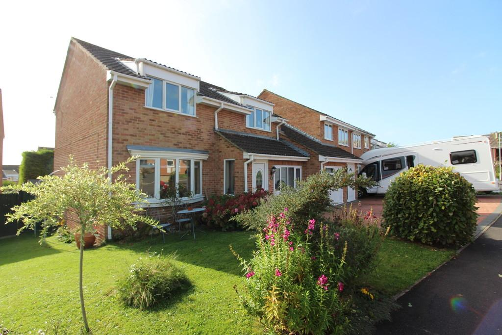 4 Bedrooms Semi Detached House for sale in Chalice Way, Glastonbury