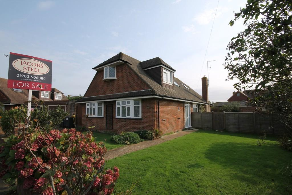 4 Bedrooms Detached Bungalow for sale in Smugglers Walk, Goring-by-sea BN12 4DP