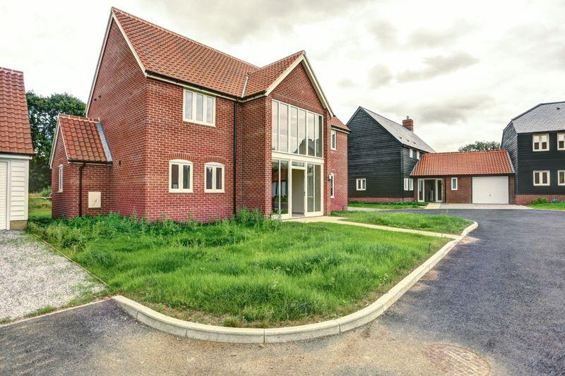 4 Bedrooms Detached House for sale in School View, Caston, Attleborough