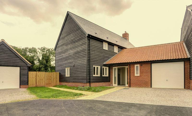 4 Bedrooms Link Detached House for sale in School View, Caston, Attleborough