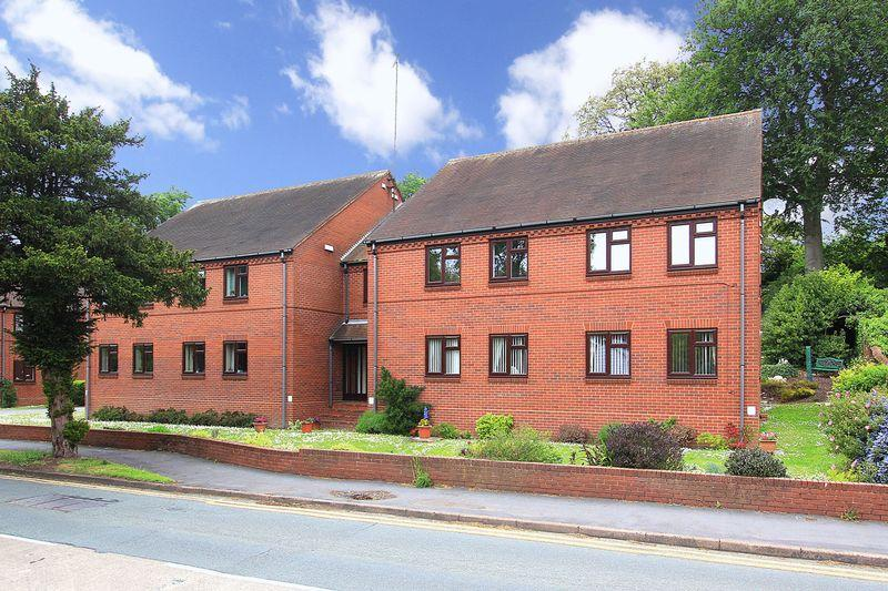 2 Bedrooms Apartment Flat for sale in WOMBOURNE, Manor Gardens
