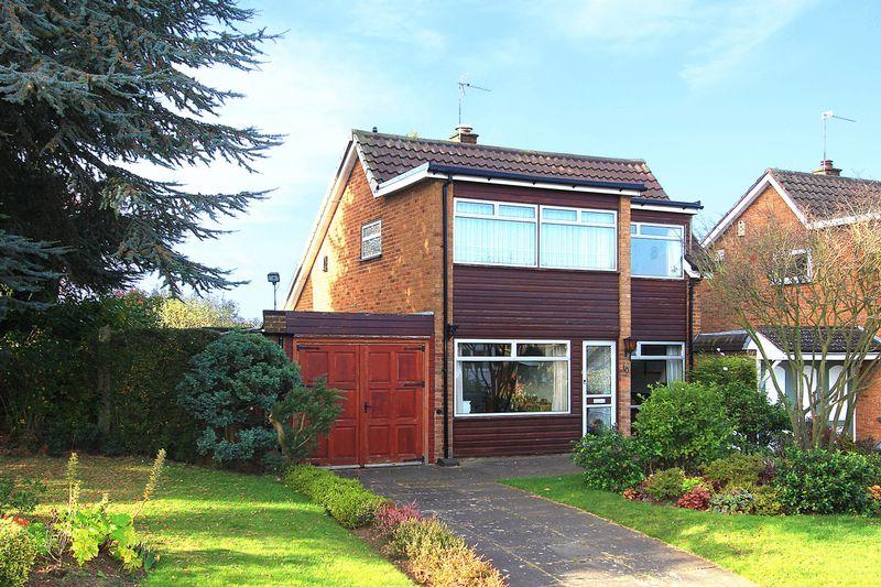3 Bedrooms Detached House for sale in WOMBOURNE, Rushford Avenue