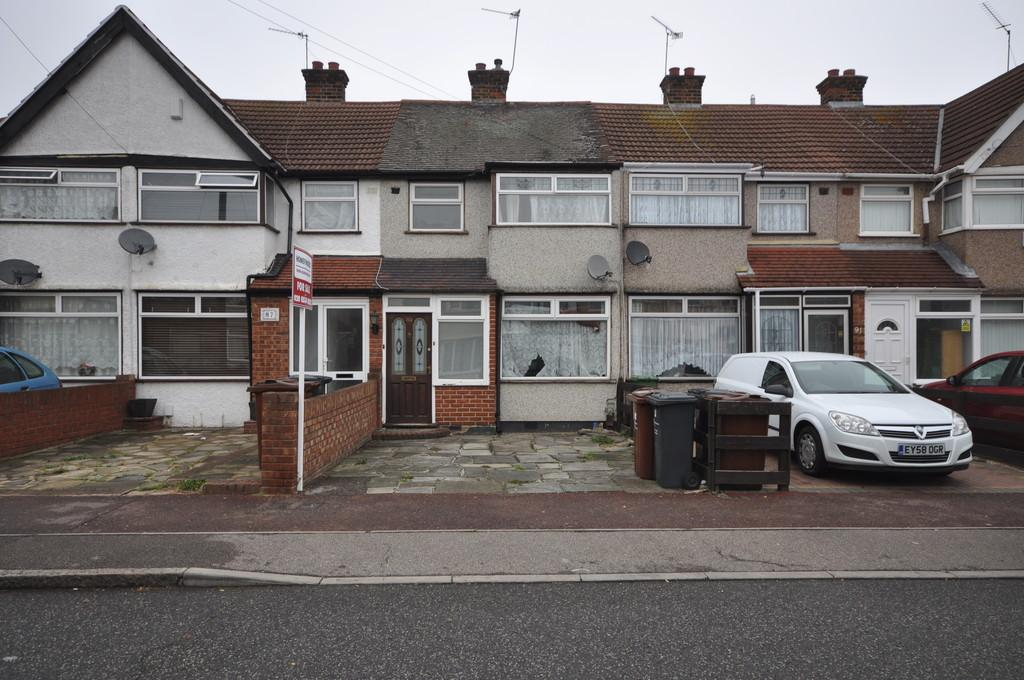 3 Bedrooms Terraced House for sale in School Road, Dagenham