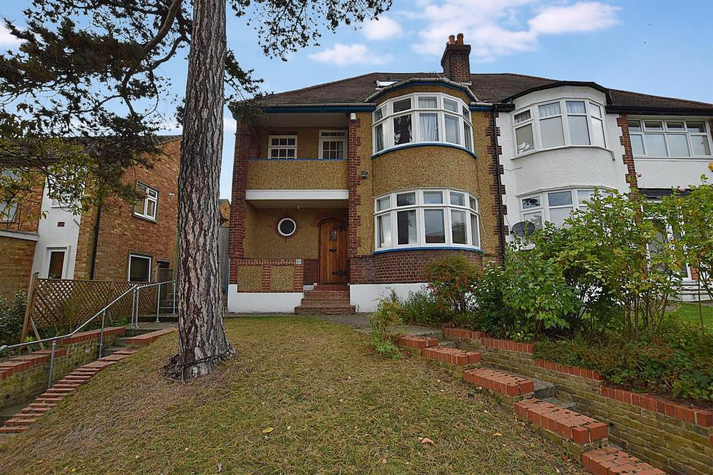 3 Bedrooms Semi Detached House for sale in Russell Road, Buckhurst Hill