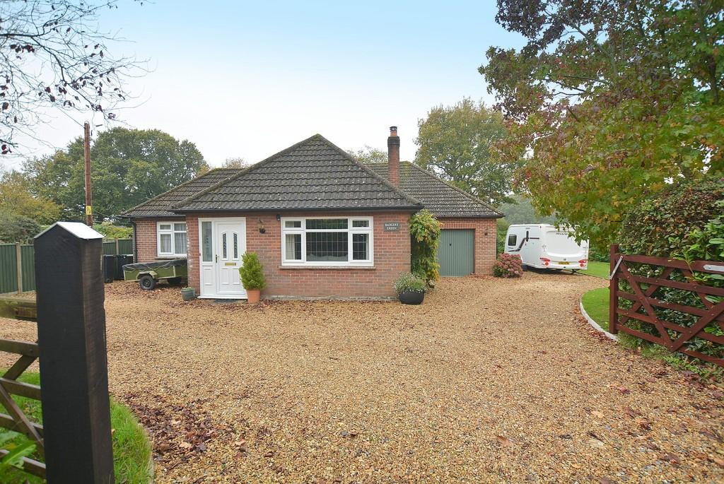 3 Bedrooms Chalet House for sale in Holtwood, Wimborne