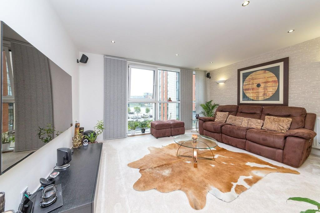 2 Bedrooms Apartment Flat for sale in Oceanis Apartments Royal Victoria Dock E16