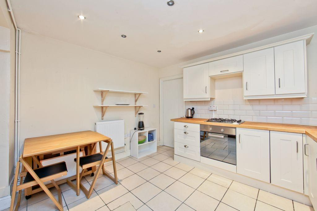 2 Bedrooms Flat for sale in Albert Road North Woolwich E16