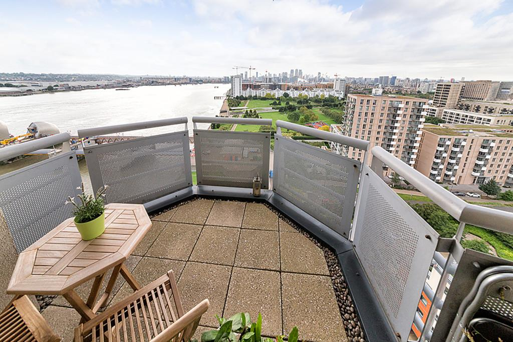2 Bedrooms Apartment Flat for sale in Wards Wharf Approach Royal Victoria Dock E16