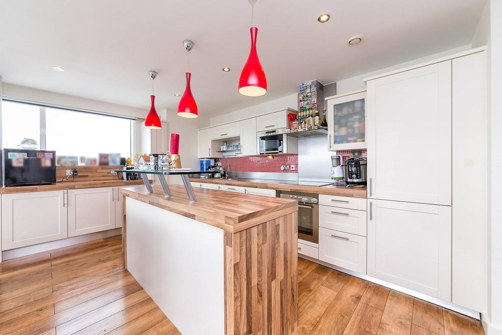 3 Bedrooms Apartment Flat for sale in Coral Apartments Royal Victoria Dock E16