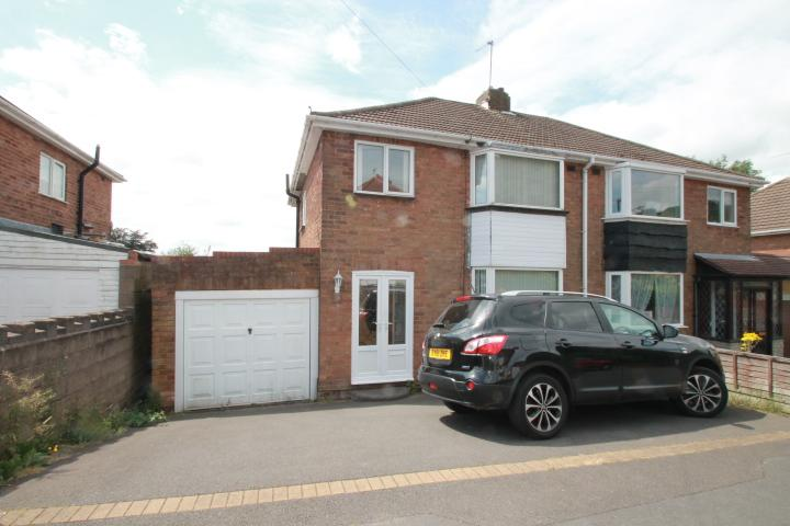 3 Bedrooms Semi Detached House for sale in Dingle Close, Oakham, DY2