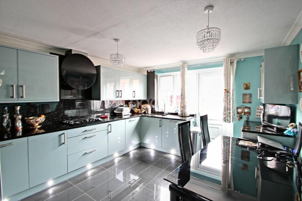 4 Bedrooms Terraced House for sale in Springfield, Milton Keynes