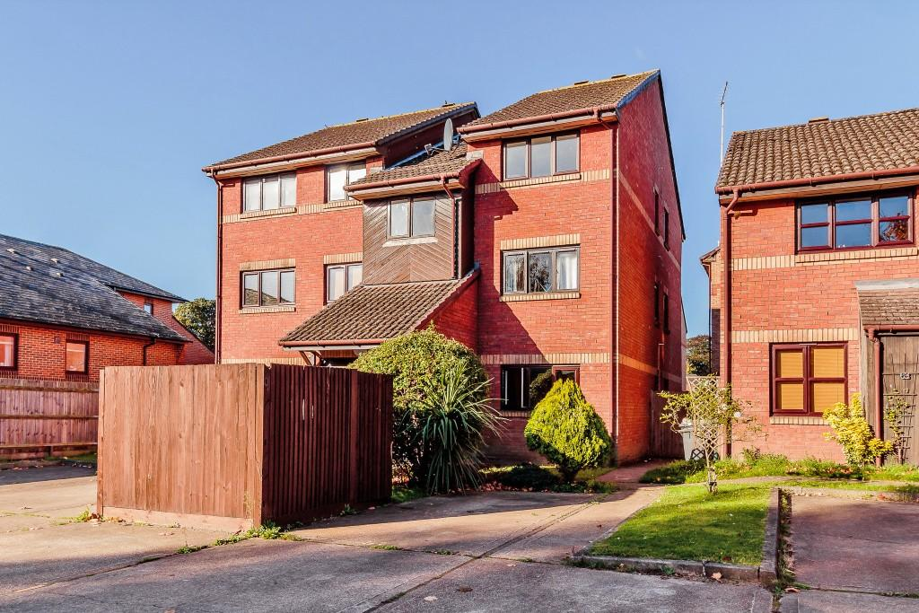 1 Bedroom Apartment Flat for sale in Ottershaw