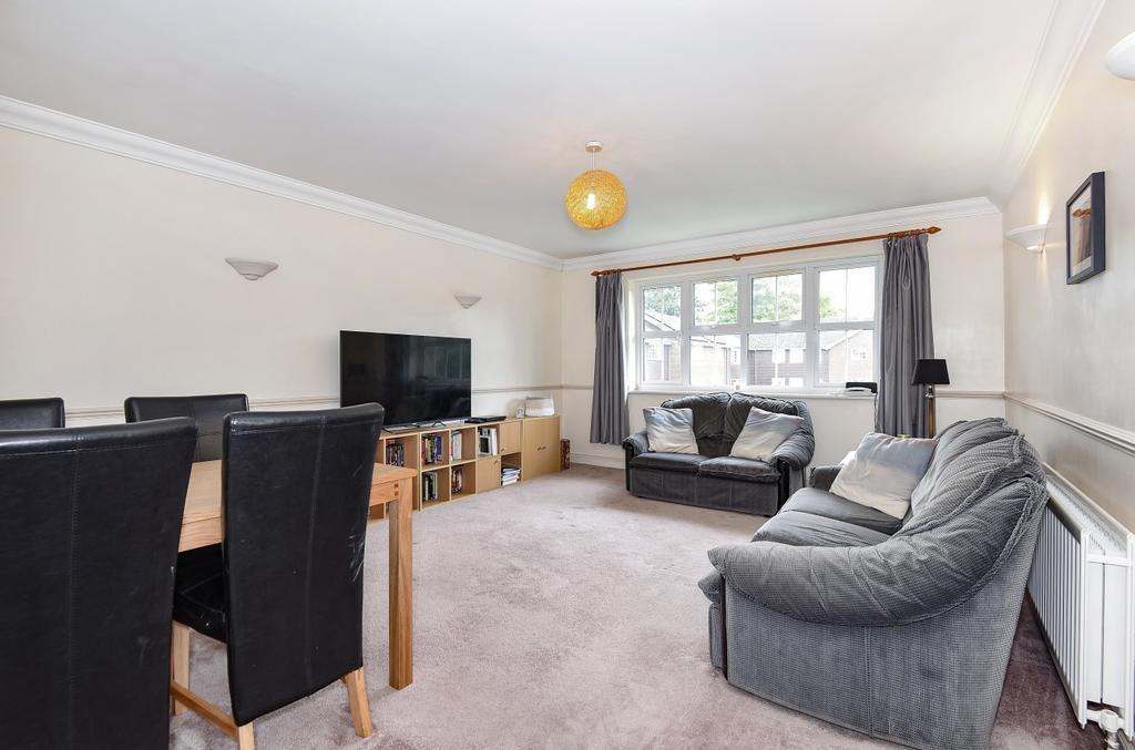 2 Bedrooms Flat for sale in Trinity Court, Rushams Road, Horsham, RH12