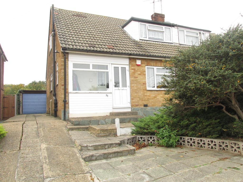 3 Bedrooms Semi Detached Bungalow for sale in Macmurdo Road, Eastwood, Essex SS9