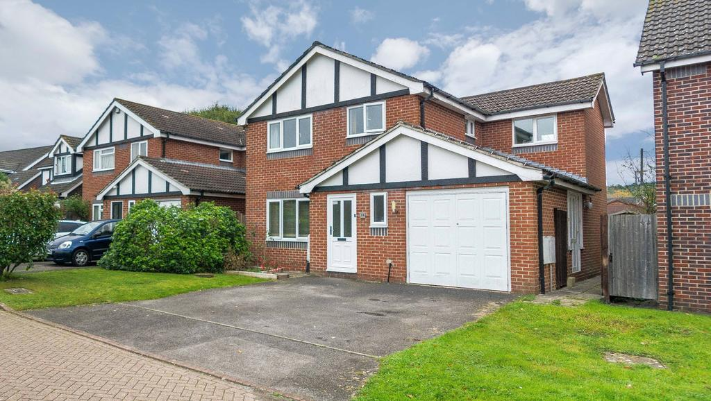 4 Bedrooms Detached House for sale in Bilberry Close, Locks Heath, Southampton SO31