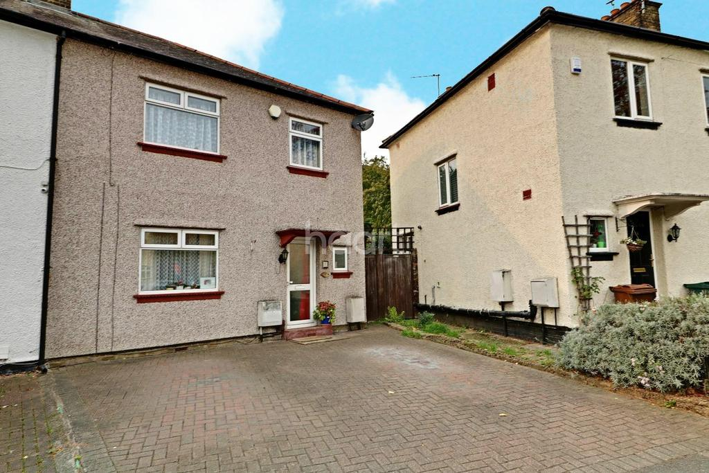 3 Bedrooms Semi Detached House for sale in Beech Hall Road. Chingford