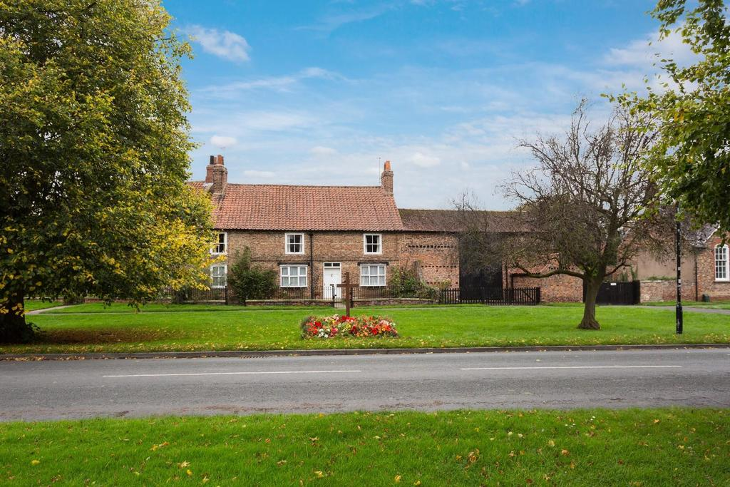 4 Bedrooms Country House Character Property for sale in The Green, Upper Poppleton, York