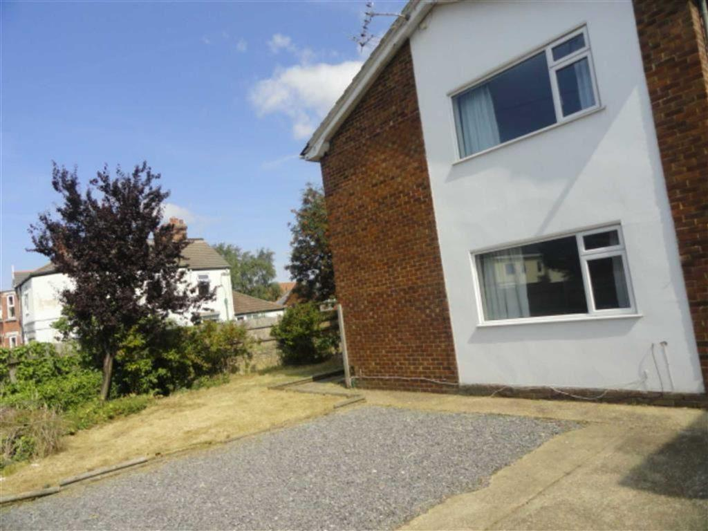 5 Bedrooms Semi Detached House for rent in St Leonards Road, STUDENTS Charminster, Bournemouth, Dorset, BH8