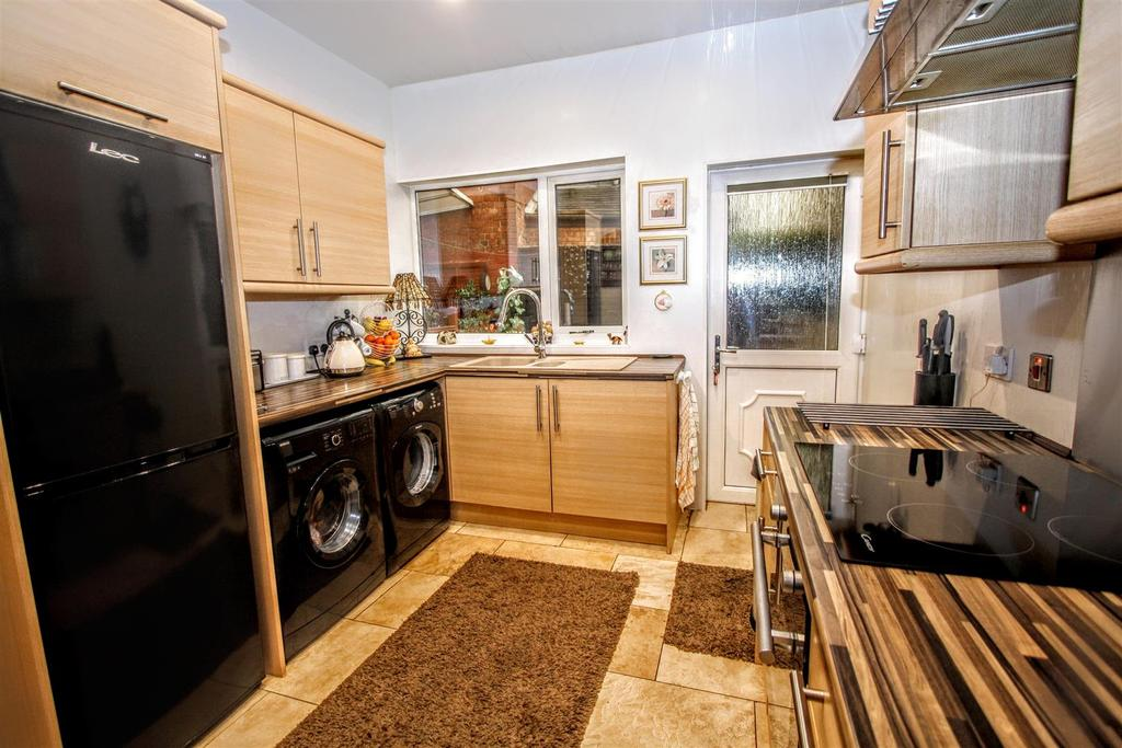3 Bedrooms End Of Terrace House for sale in West Auckland Road, Darlington