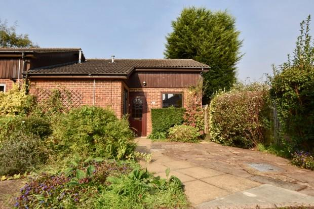 2 Bedrooms Bungalow for sale in Ottways Lane, Ashtead, KT21