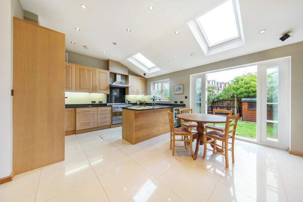 5 Bedrooms Terraced House for sale in Pulborough Road, SW18