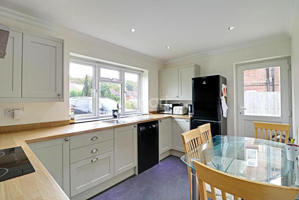 4 Bedrooms Bungalow for sale in Oakfields, Walliswood, Dorking, RH5 5RQ