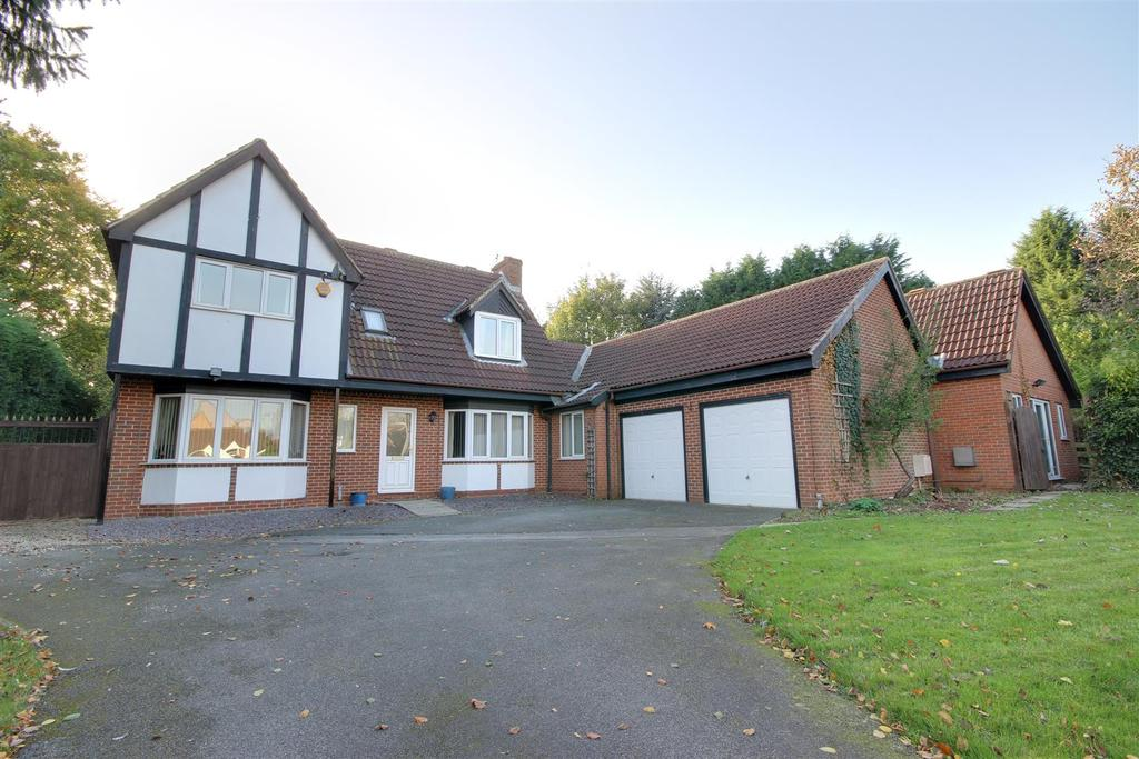 5 Bedrooms Detached House for sale in Castle Drive, South Cave