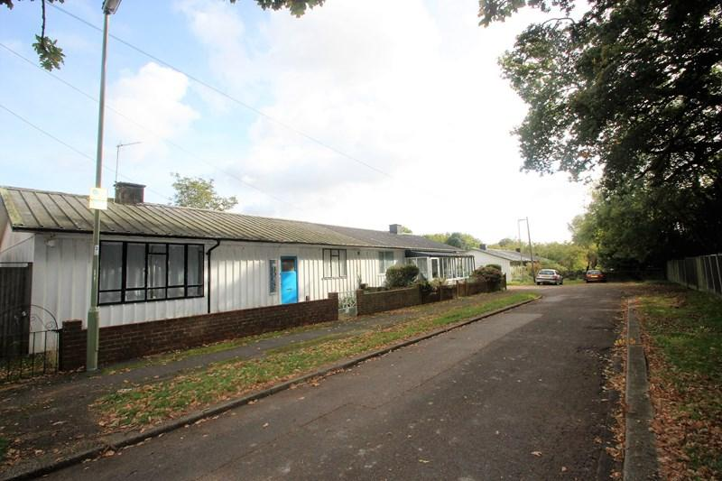 3 Bedrooms Semi Detached Bungalow for sale in Beech Close, Southampton