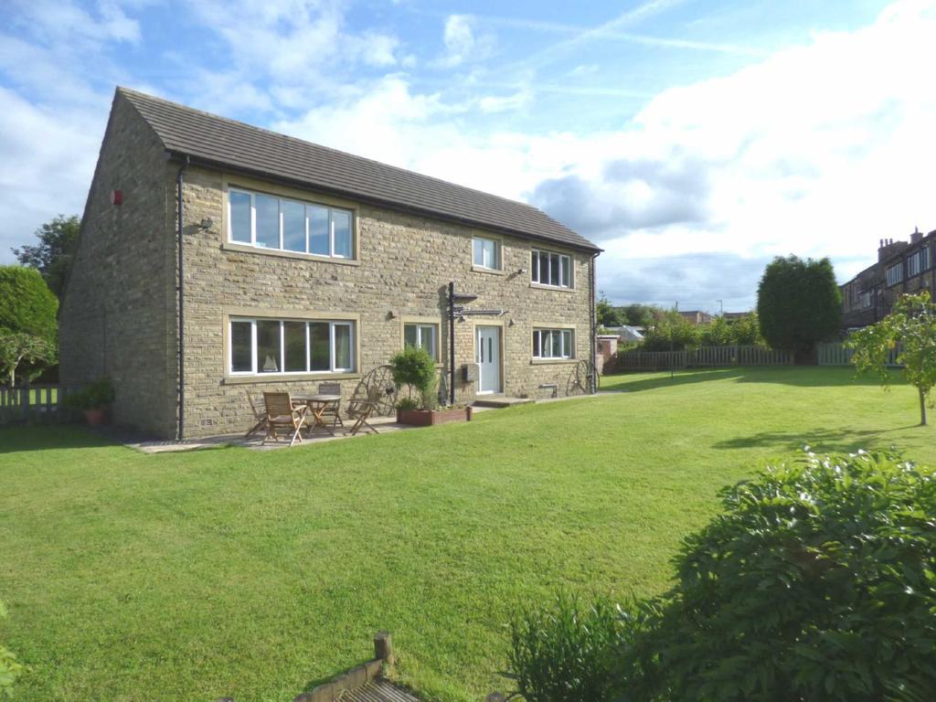 4 Bedrooms Detached House for sale in Leymoor Road, Golcar, Huddersfield, HD7