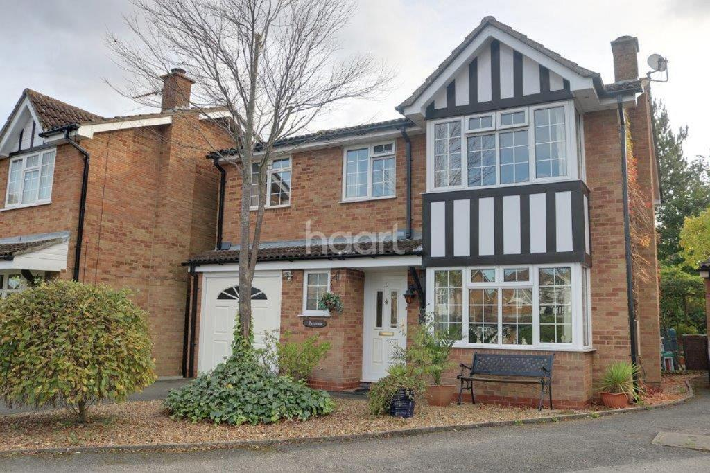 5 Bedrooms Detached House for sale in White Doe Drive, Moulton