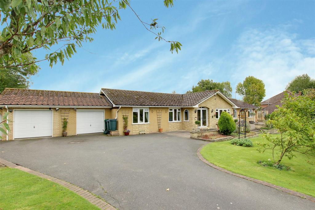 5 Bedrooms Detached Bungalow for sale in The Old Paddock, Well, Alford