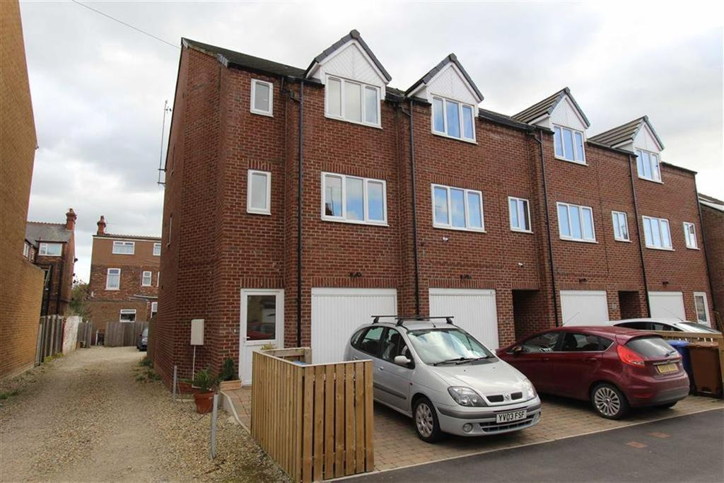 3 Bedrooms End Of Terrace House for sale in Ashbourne Avenue, Bridlington, East Yorkshire, YO16