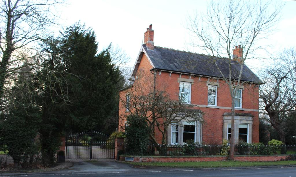 5 Bedrooms Detached House for sale in Great North Road, Carlton-On-Trent, Newark