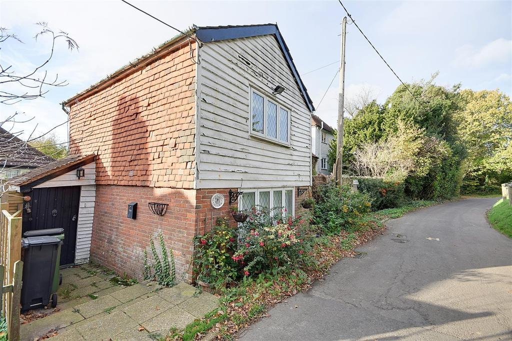 2 Bedrooms Detached House for sale in Church Lane, Northiam, Rye