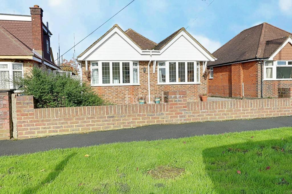 4 Bedrooms Detached House for sale in Fairlands, Guildford, Surrey