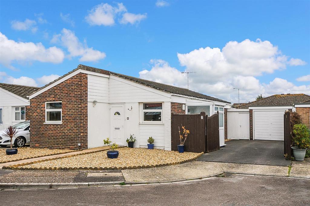 2 Bedrooms Detached Bungalow for sale in Burngreave Court, Bognor Regis