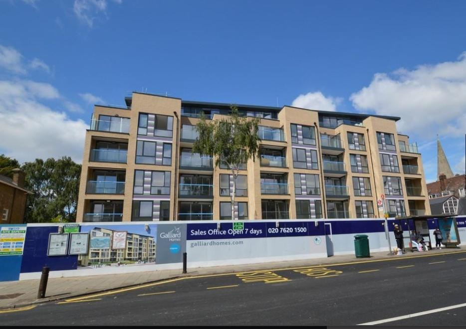 1 Bedroom Flat for sale in Court Road Eltham SE9