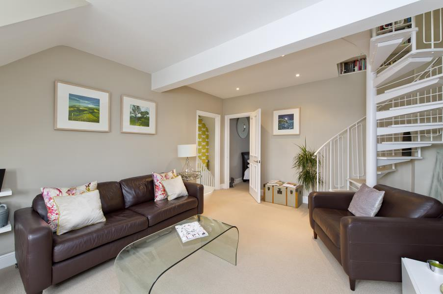 2 Bedrooms House for sale in Bolingbroke Road, Brook Green W14