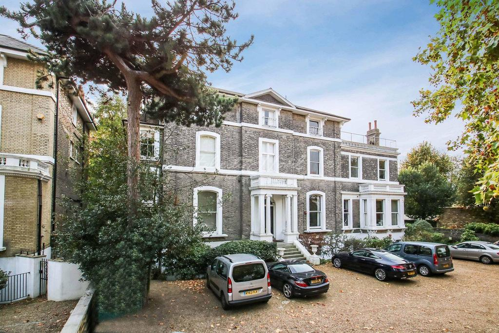 2 Bedrooms Flat for sale in St Johns Park, Blackheath, SE3