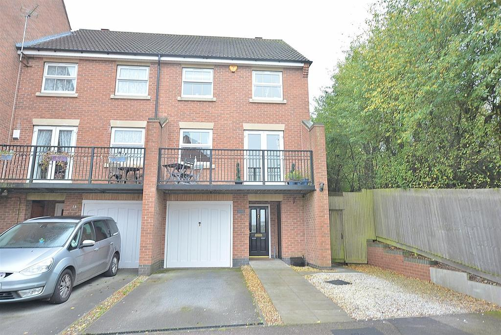 4 Bedrooms Town House for sale in Swifts View, Kirkby-In-Ashfield