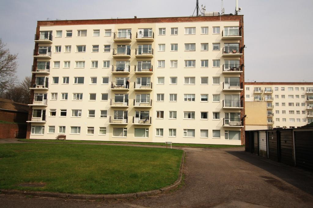 2 Bedrooms Apartment Flat for sale in Gilpin House, Claymond Court, Norton, TS20