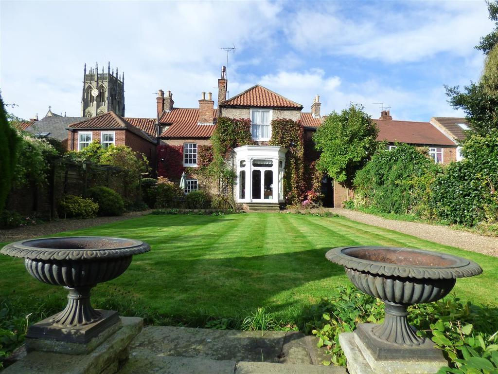 4 Bedrooms Town House for sale in Souttergate, Hedon, Hull