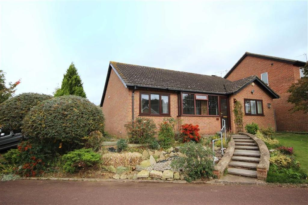 3 Bedrooms Detached Bungalow for sale in Merlin Close, Leckhampton, Cheltenham, GL53
