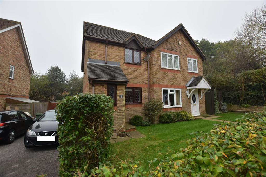 2 Bedrooms Semi Detached House for sale in Pentland Close, St. Leonards-On-Sea