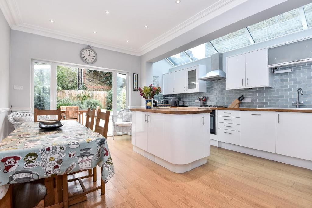 4 Bedrooms Terraced House for sale in Salford Road, Streatham Hill