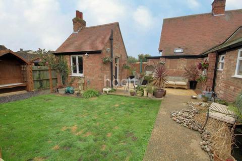 3 bedroom bungalow for sale - Eye Road, Peterborough