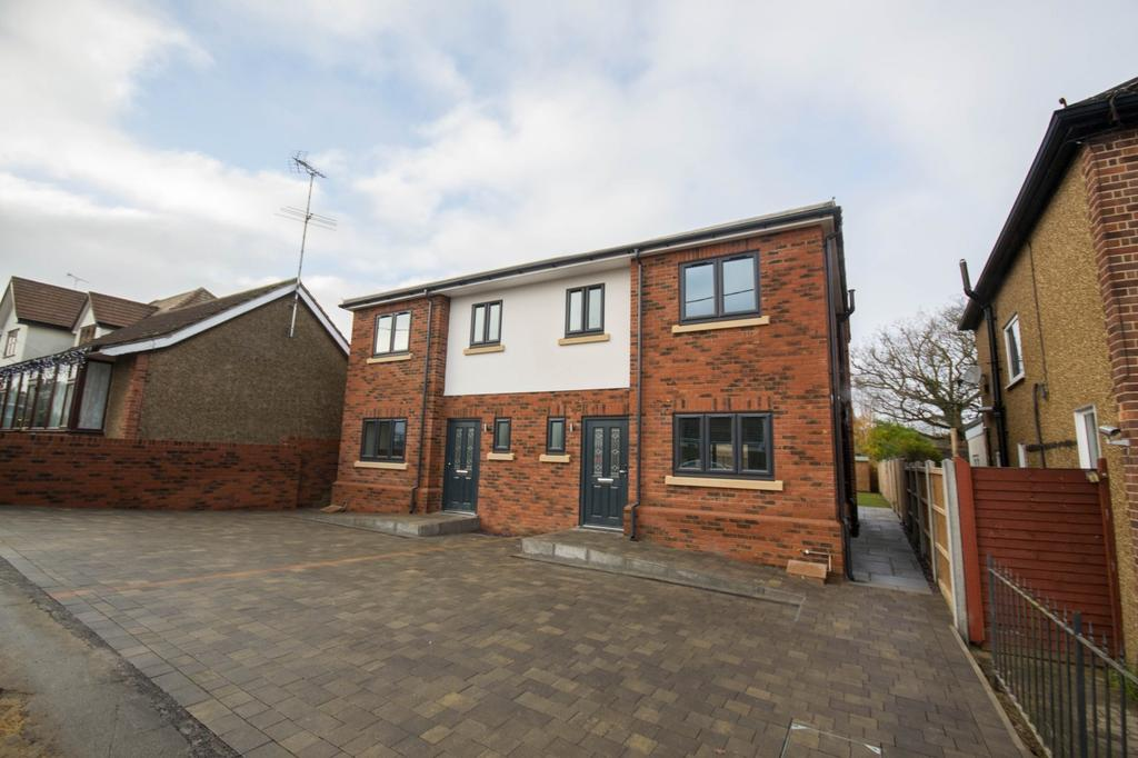 3 Bedrooms Semi Detached House for sale in Cedar Road, Hutton, Brentwood, Essex, CM11