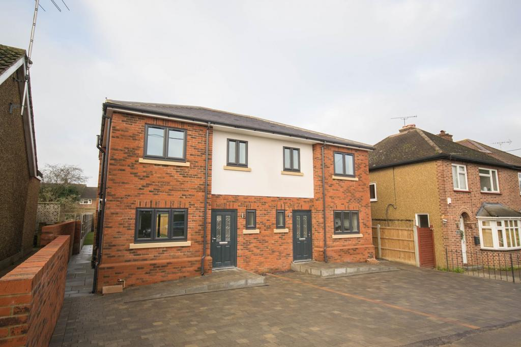3 Bedrooms Semi Detached House for sale in Cedar Road, Hutton, Brentwood, Essex, CM13
